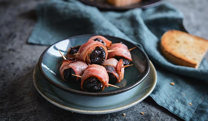 Preferujete-li výraznější chuť, použijte místo proscciuta slaninu nebo na plátky pokrájené uzené.