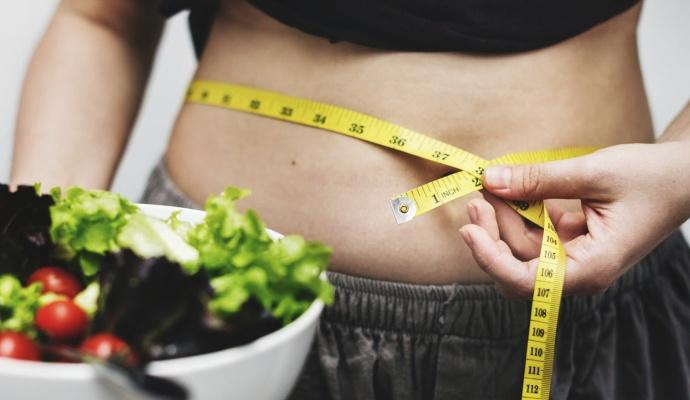 Nejen vaše zdraví, ale i váha ovlivňuje to, jak rychle se vám podaří otěhotnět. Pokud vážíte málo, zkuste přibrat. Máte-li pár kilo navíc, zhubněte.