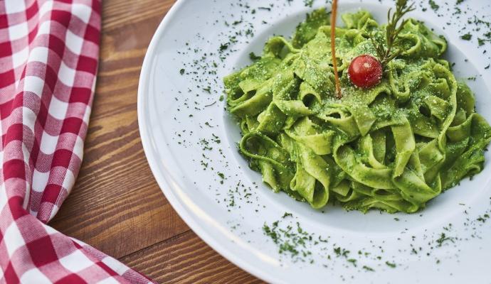 Špenátové pesto se hodí nejen na těstoviny, ale i do rizota, na bagetu nebo k masu.