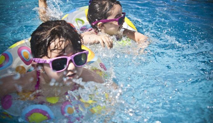 Děti se v teplé vodě nenachladí a v bazénu je to bude bavit o to víc.