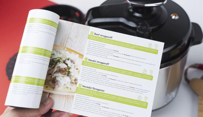 S pomocí kuchařky, která je v balení, vám nedojde inspirace k vaření. Je libo hovězí stroganoff nebo třeba dýňovou polévku?