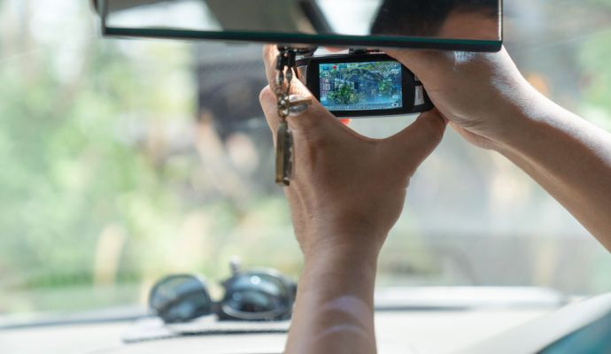 Po zaparkování kamery nenahrávají celou dobu, ale pouze zaznamenají-li v okolí auta pohyb.