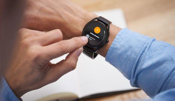 Telefonní hovory můžete v hodinkách nejen přijímat, ale také vytáčet.