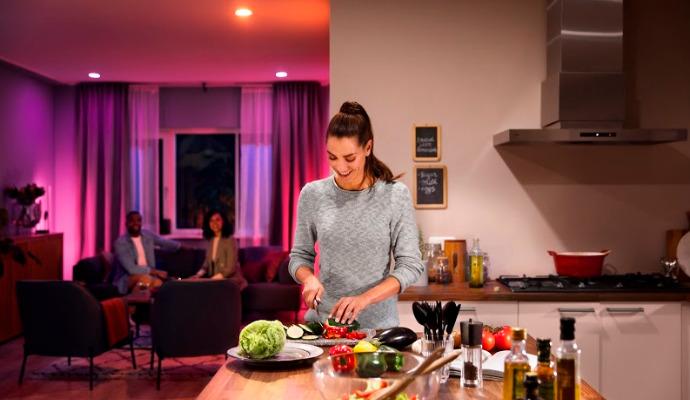 S chytrým světlem si nasvítíte různé části domova podle potřeby.