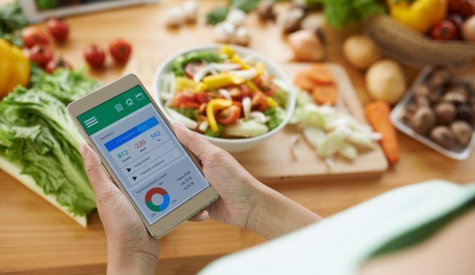 Kalorické tabulky vám napoví, kolik toho ještě za den můžete sníst.