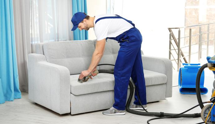 Pokud jste péči roky zanedbávali a gauč potřebuje generální úklid, pozvěte si specializovanou firmu, která sedačku vyčistí profesionálně.