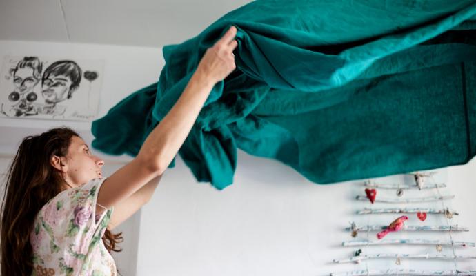 Převlékněte postel a vyperte i ostatní textil, se kterým přišel nemocný do styku.