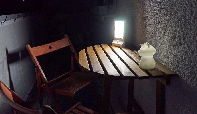 Stačí přijít na balkon nebo před dům a světlo se automaticky rozsvítí naplno.