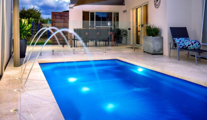 Největší komfort a luxus nabízí bazény zapuštěné.