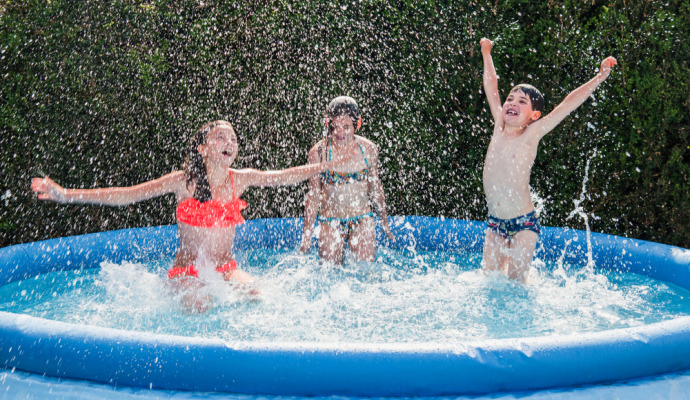 Nafukovací bazén je dobrý na rychlé osvěžení, ale obvykle si v něm nezaplavete.