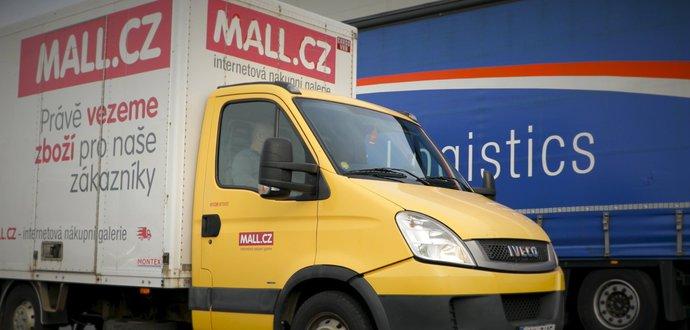 Jakou cestu musí překonat balíček, než se dostane z MALL.cz k zákazníkům domů?