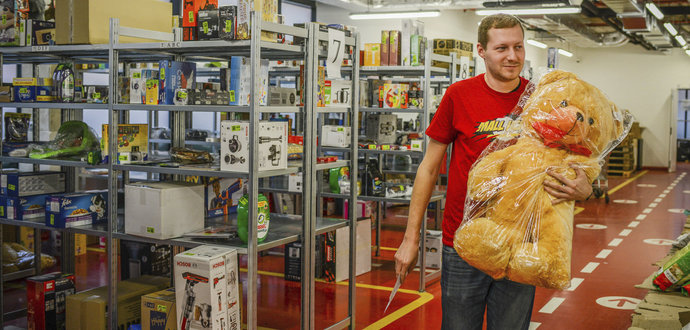 S vánočním frmolem na prodejnách pomohli i kolegové z kanceláří