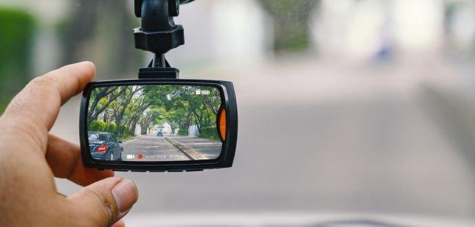 Zachrání vás před průšvihem: 4 důvody, proč si pořídit kameru do auta