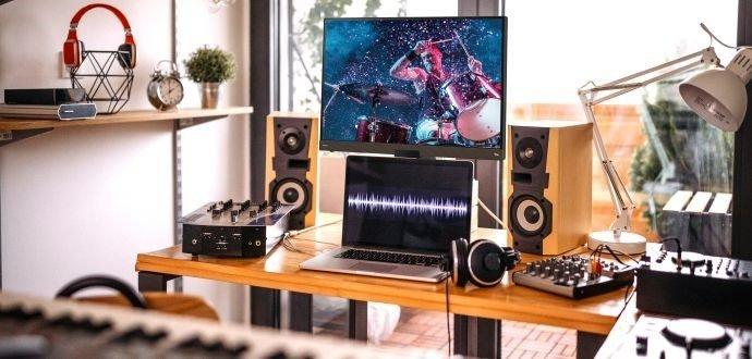 Recenze monitoru BenQ EW3280U: u počítače jako v kině