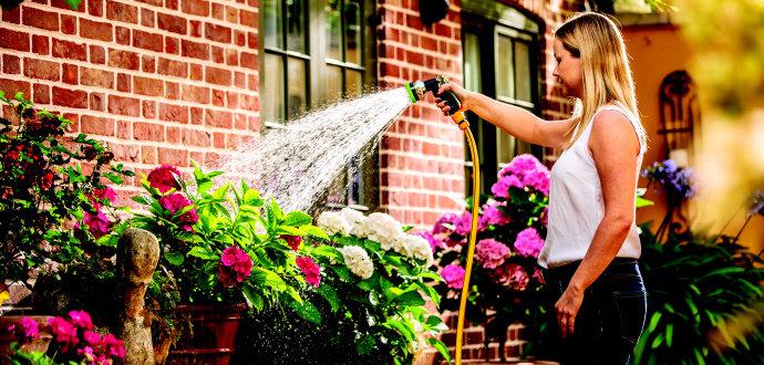 Proč se vyplatí zalévat dešťovou vodou a pomocí čerpadla