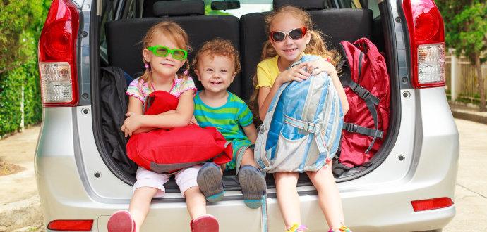 7 vychytávek pro cestování autem, které jízdu zpříjemní