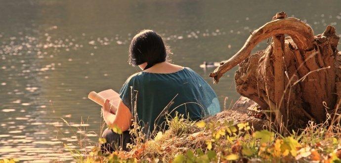 Letní čtení: tipy na knížky, se kterými procestujete Česko