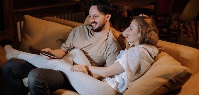 Chraňte si oči a záda: návod, jak v obýváku správně umístíte televizi